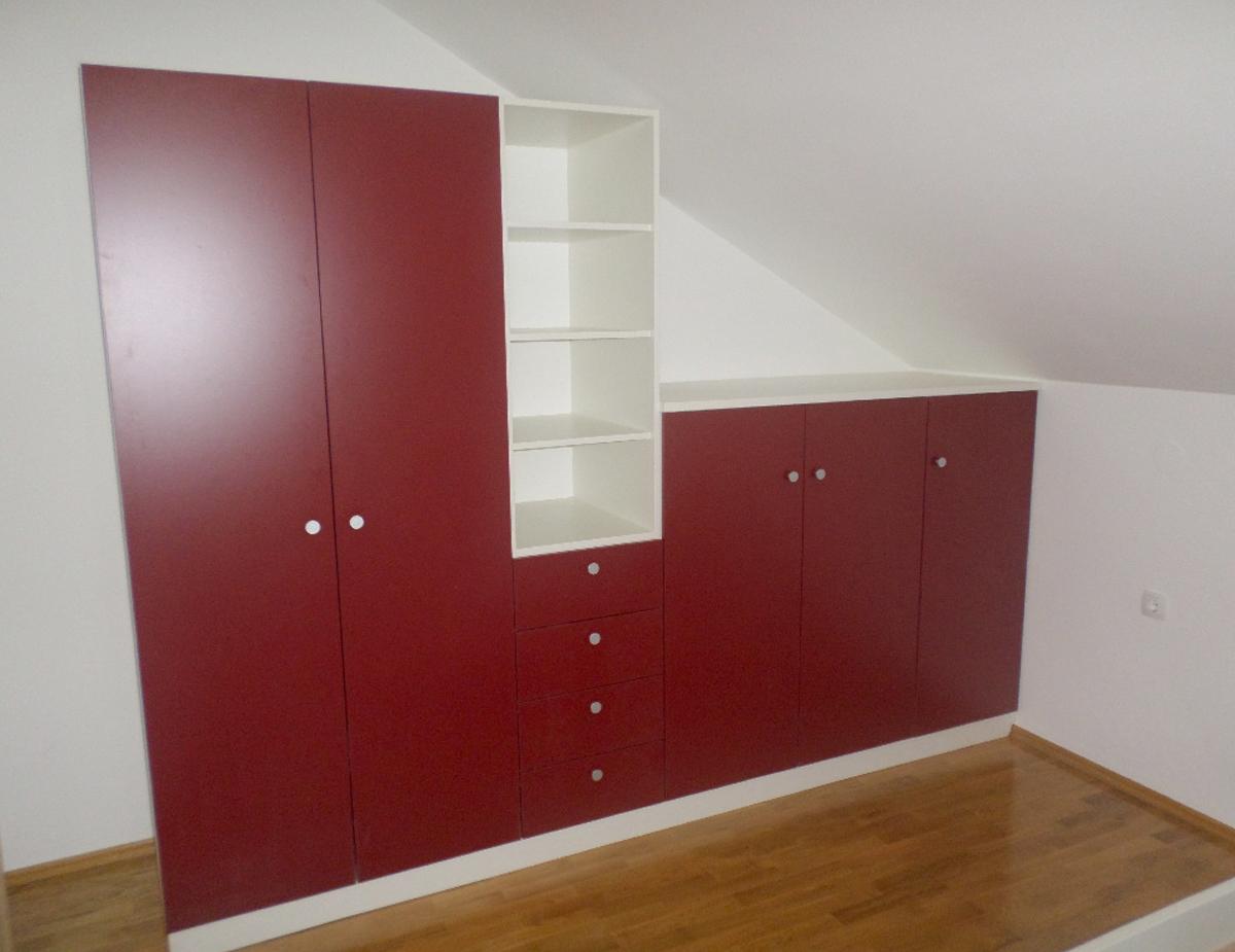 Soba za djevojčice crvena
